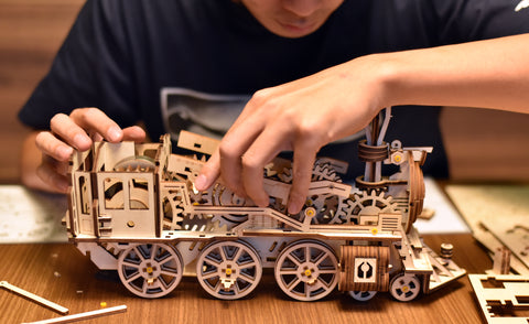 Building the mechanical wind up train