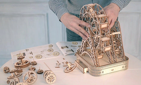 Constructing the Ferris wheel model building kit