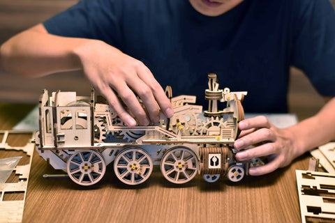 Polaris Express Train Model Building Kit