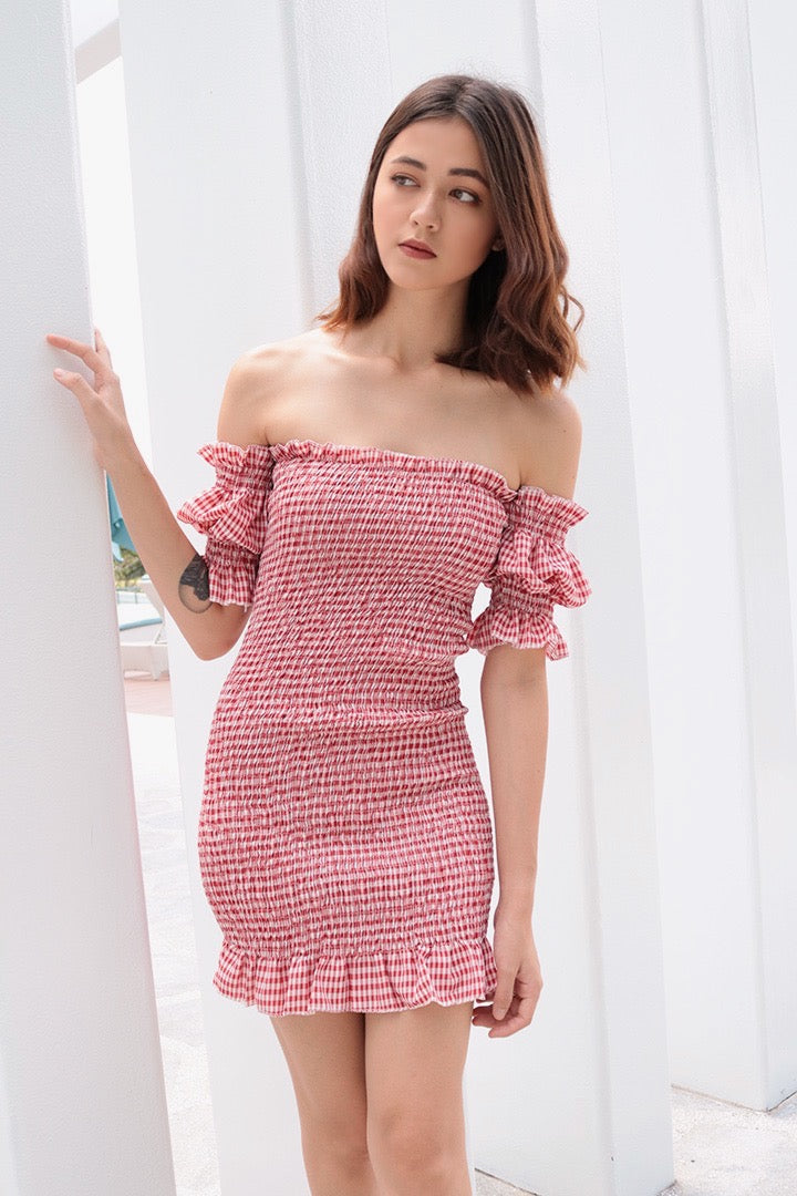 GINGHAM DOLL SMOCKED OFF-S DRESS (RED)