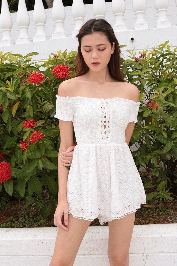 BELLERINE SMOCKED OFF-S ROMPER (WHITE)
