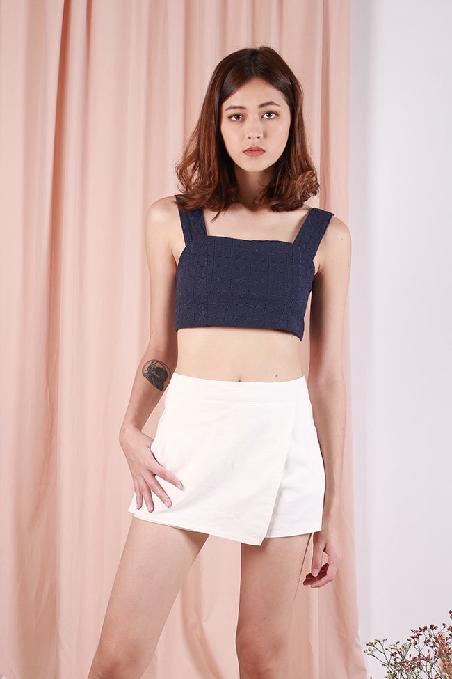 PLAY IT COOL EYELET CROP (NAVY)
