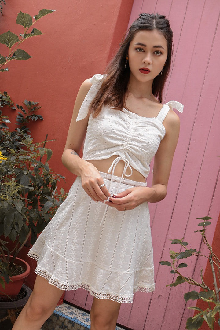 DANNA EYELET RUCHED CROP (WHITE)