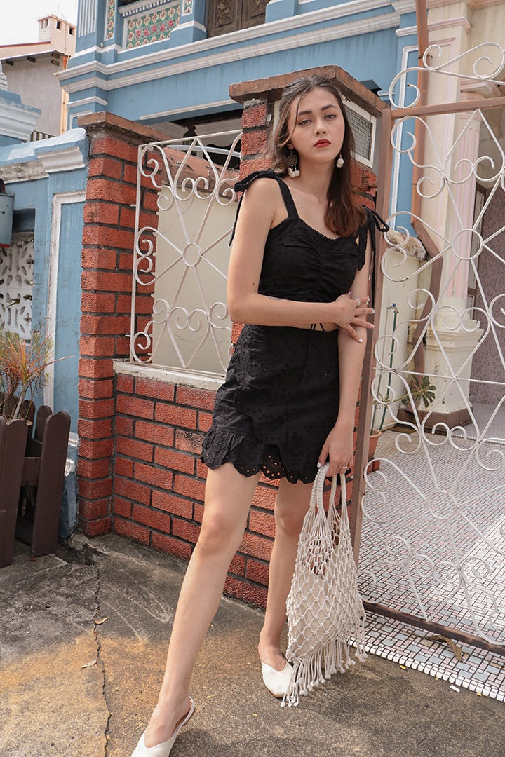 DANNA EYELET RUCHED CROP (BLACK)