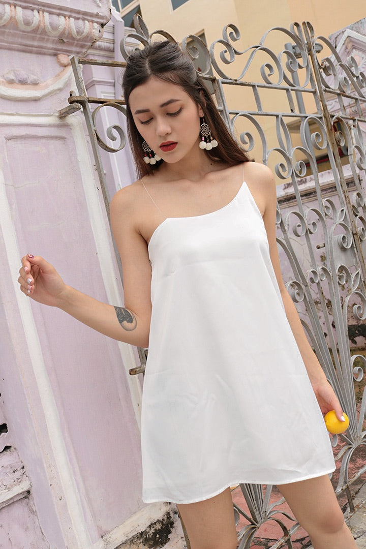 DORAMA BASIC TOGA DRESS (WHITE)