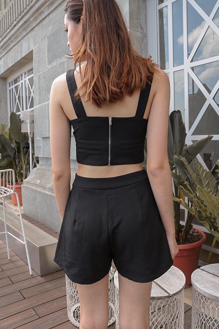 IRIS BUCKLE CROP TOP (BLACK)