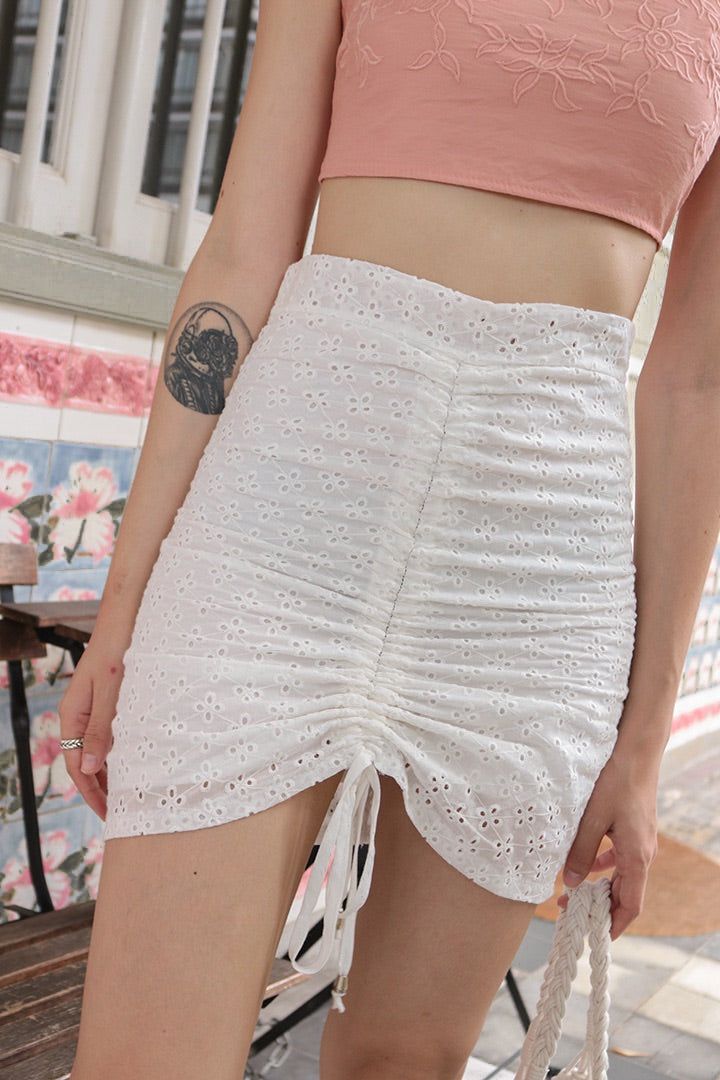 EYELET RUCHED HW SKIRT (WHITE)