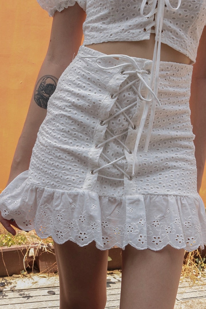 KYRA EYELET LACED SKIRT (WHITE)
