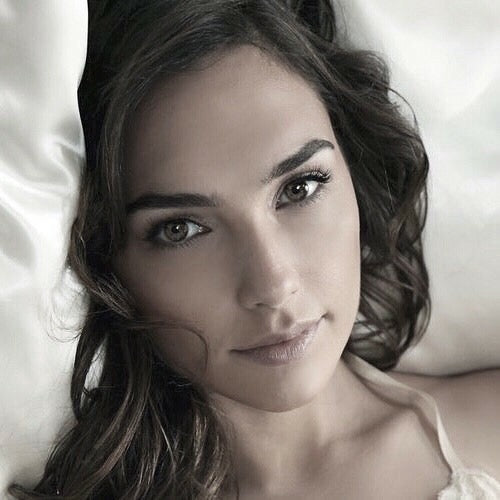 👀 How I picture Anaya looked waking up on the day she turned back time in #TheWatchmakersDoctor. Find out more about the book at bit.ly/gmtsweb #DreamCast #GalGadot #Wattpad #Goodreads