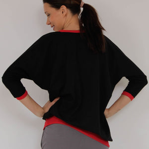 Prancing Leopard's NANTES Yoga Sweatshirt in Organic Cotton with V-neck and batsleeves