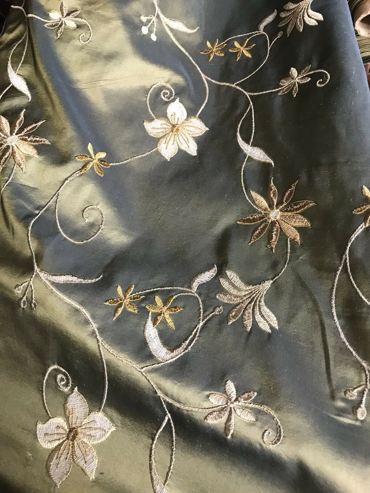 "SWATCH 100% Silk Taffeta Embroidered Floral Fabric - 4"" X 7"" Sample"