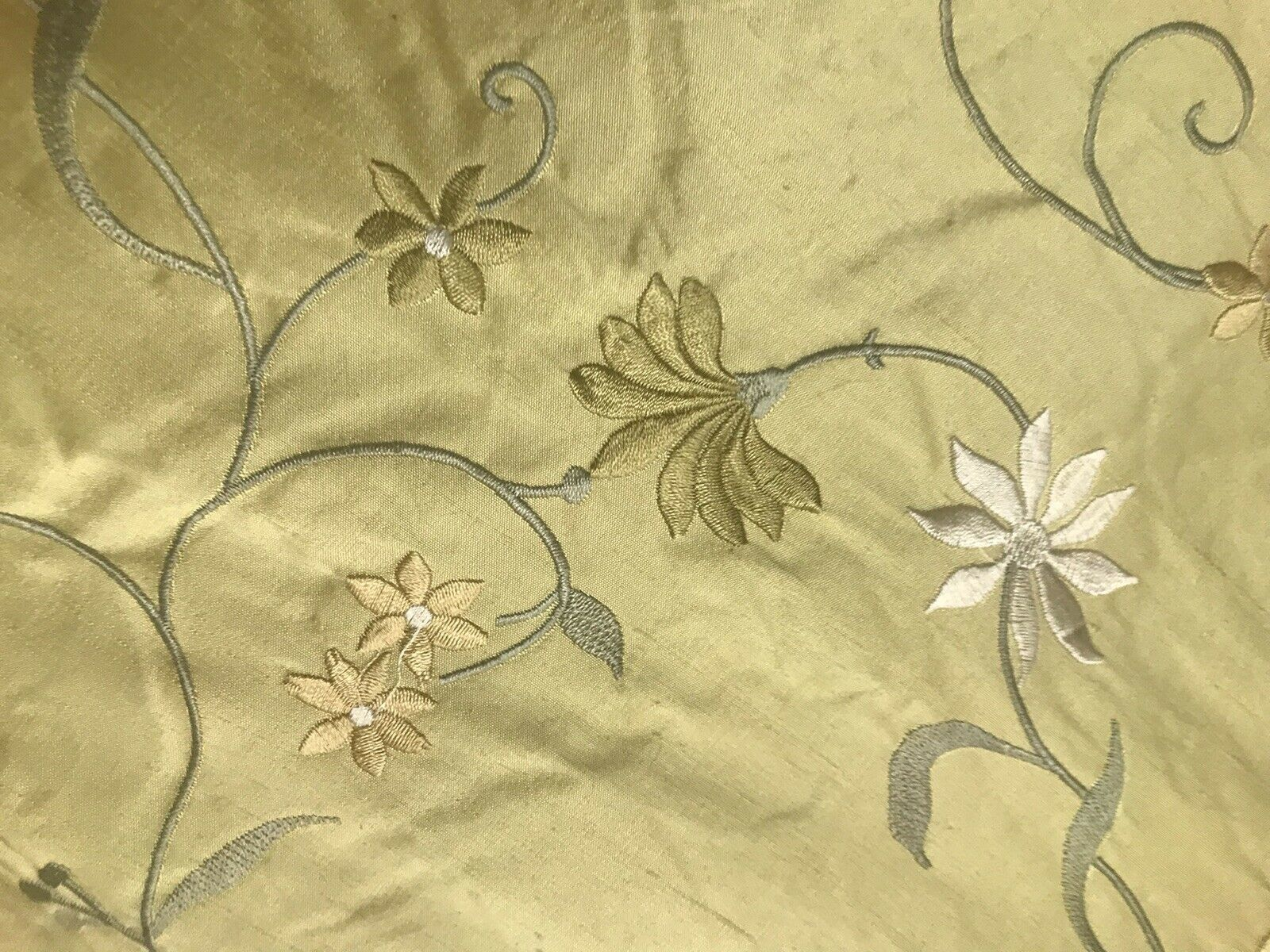 1 YARD REMNANT 100/% Gold Taffeta Interior Design Fabric Embroidery Yellow