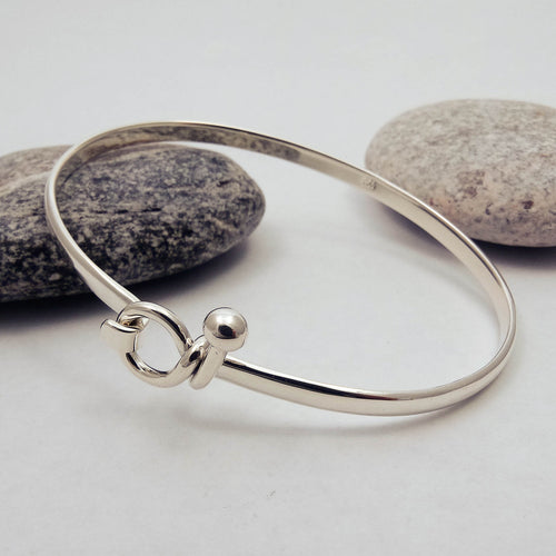 Simple Front Open Bangle