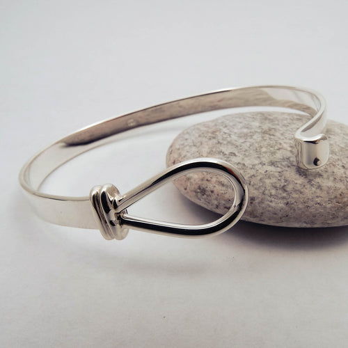 Loop Solid Silver Bangle