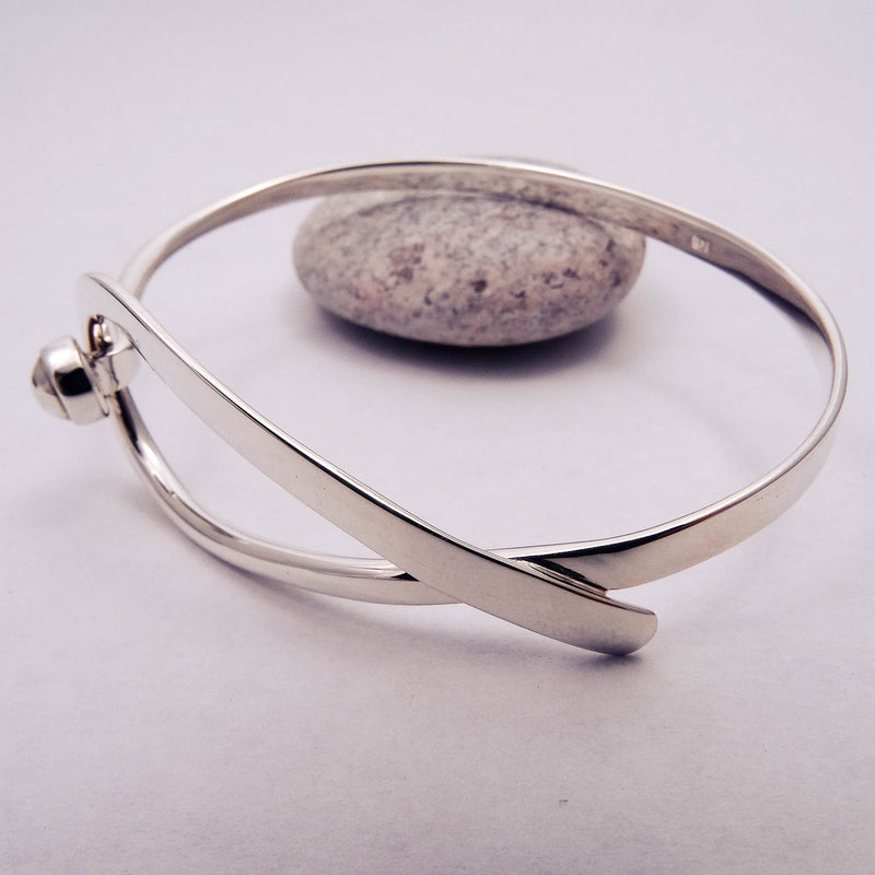 Large Curve Front Feature Bangle
