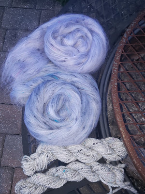 DEEP BLUE - Soffsilk roving!  Black and gem blue - 1 ounce