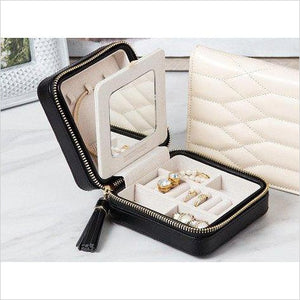 Quilted Jewelry Travel Case - Find beautiful jewelry and accessories for women, teen girls and girls in all ages from 24k gold jewelry to children jewelry. necklaces, earrings, rings, engagement rings, unique jewelry for valentine's day at Gifteee Special gifts, Beautiful gifts for women