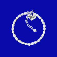 Load image into Gallery viewer, mother of the bride fresh water pearl charm bracelet, ivory