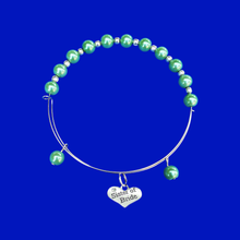 Load image into Gallery viewer, sister of the bride expandable pearl charm bracelet, green or custom color
