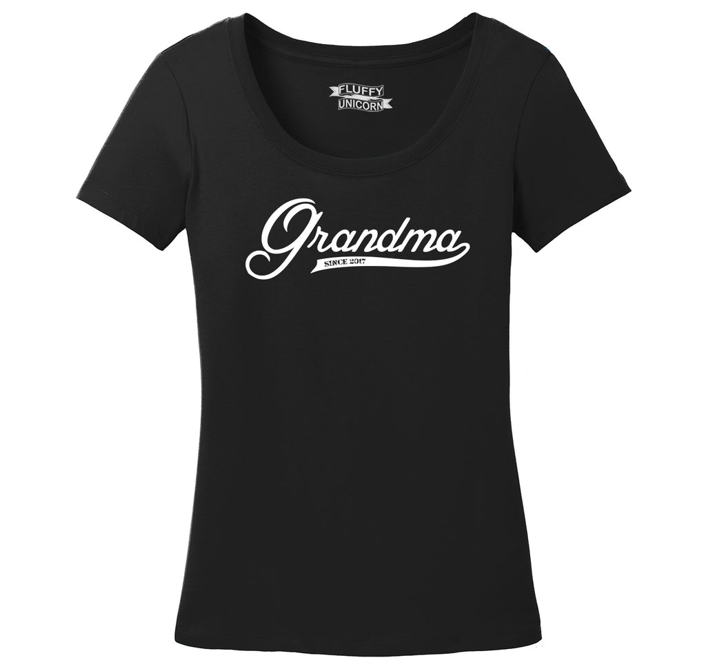 Grandma Since 2017 Shirt Cute New Baby Gift For Grandmother Ladies Scoop Neck Tee