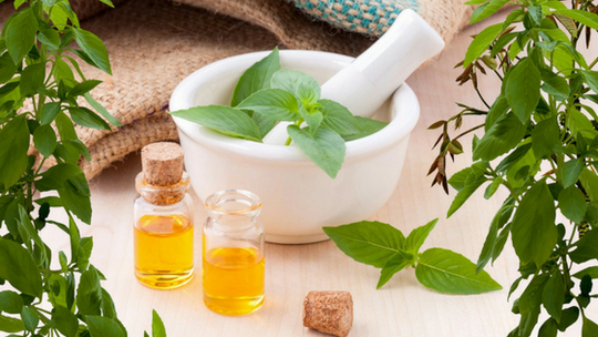 ESSENTIAL OIL VS FRAGRANCE IN SKINCARE PRODUCTS