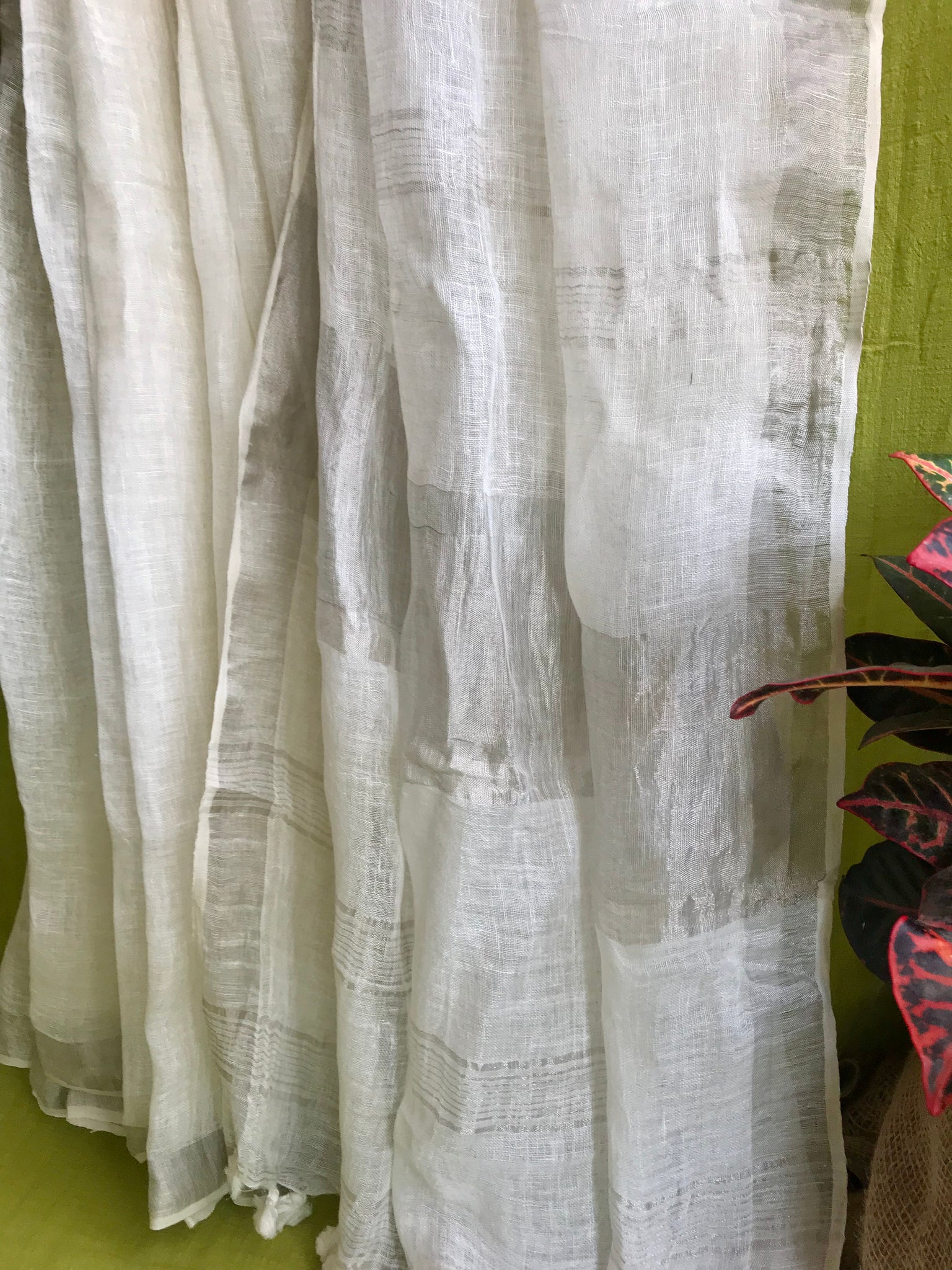 Handwoven linen saree with silver zari - White Tulips