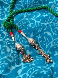 Dori necklace with front knot - Green