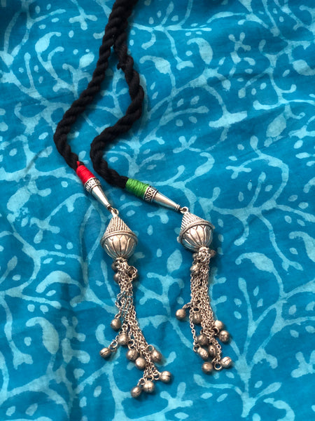 Dori necklace with front knot - Black