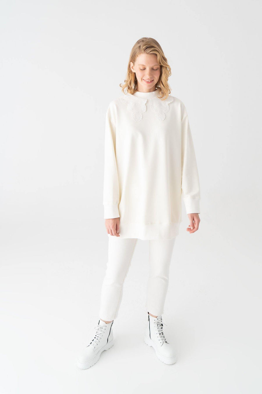 Sweatshirt With Broderie Collar