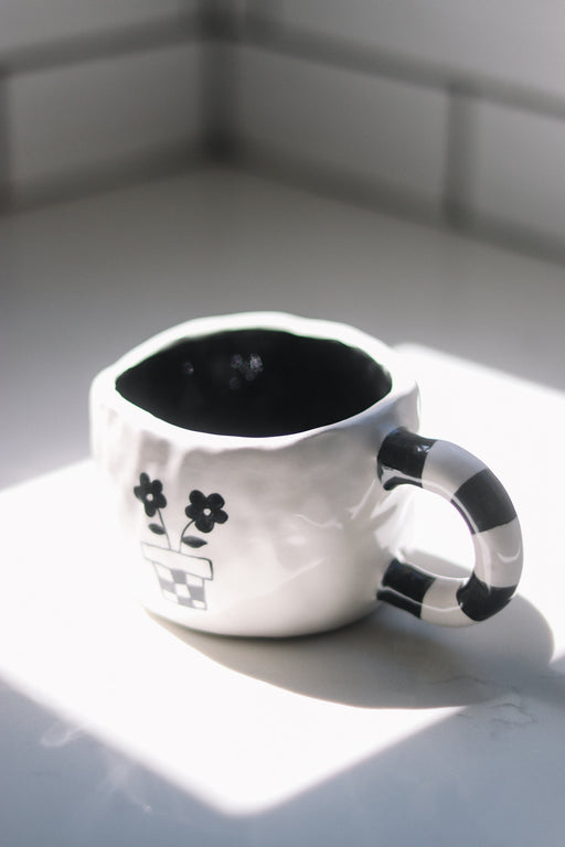 Black and White Daisy Mug