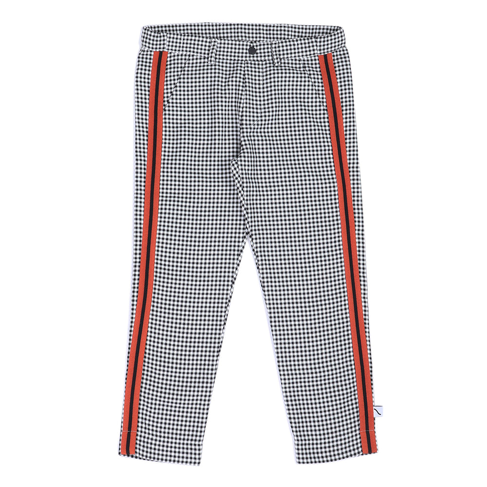 Carlijnq chino pants are made of 95% GOTS organic cotton / 5%. Features an elastic and adjustable waistband. Ethically made in Turkey.