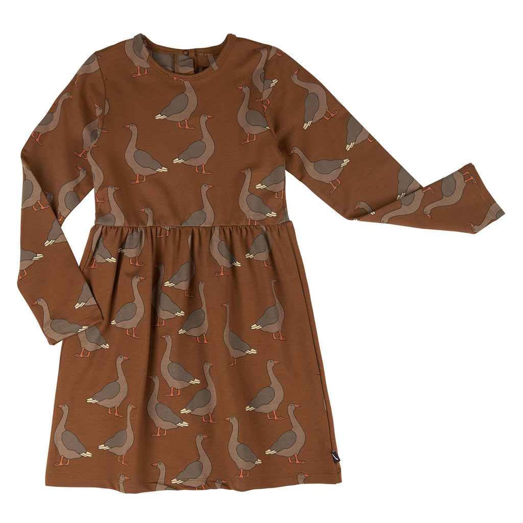 Carlijnq dress made of 48% Organic Cotton / 48% Modal / 4% Elastane. Brown, with long sleeves and all-over goose print.
