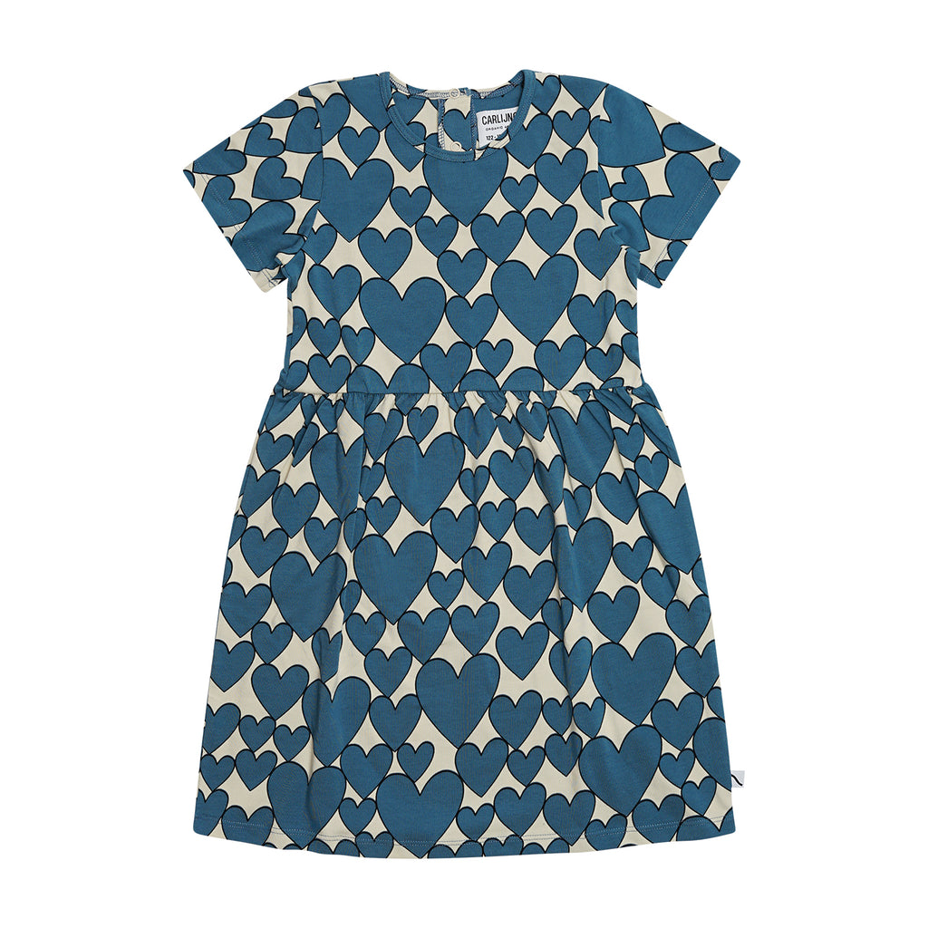 CarlijnQ Hearts dress short sleeve is a créme brûlée based dress with all over hearts print in colour storm blue. 95% gots certified organic cotton.