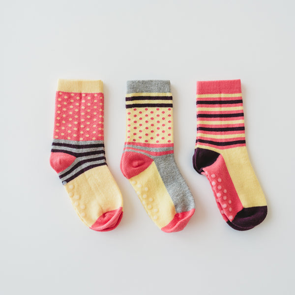 Stripy yellow and pink mismatch socks for kids made of 100% organic cotton.