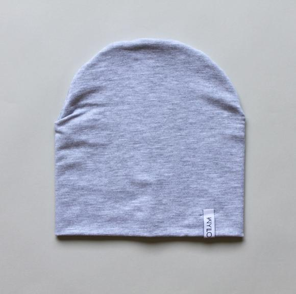 This grey beanie is made of double lined organic bamboo cotton. Perfect for those chilly days, and to complement your kid's outfit.