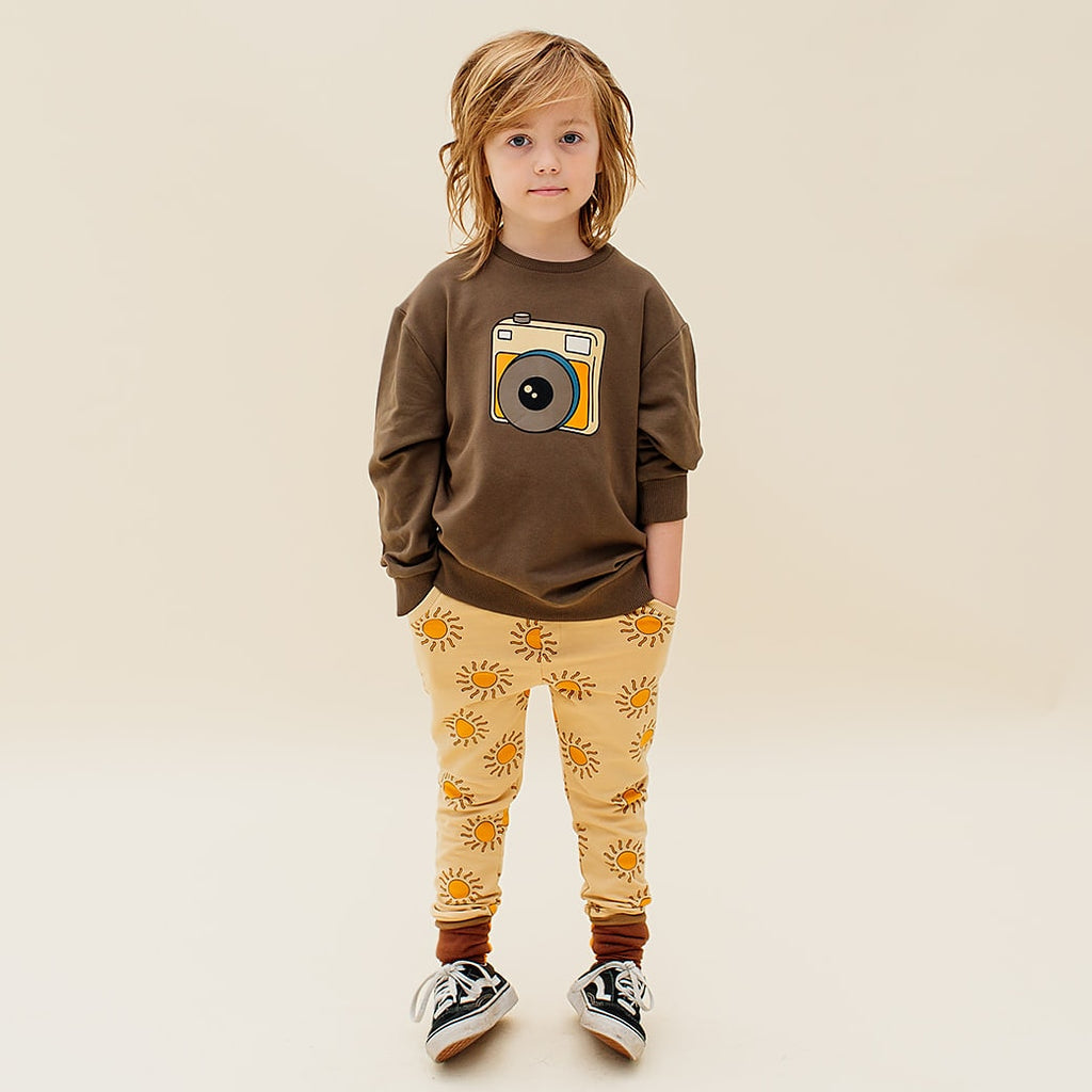 Boy wearing carlijnq camera sweatshirt in brown. Made with organic cotton