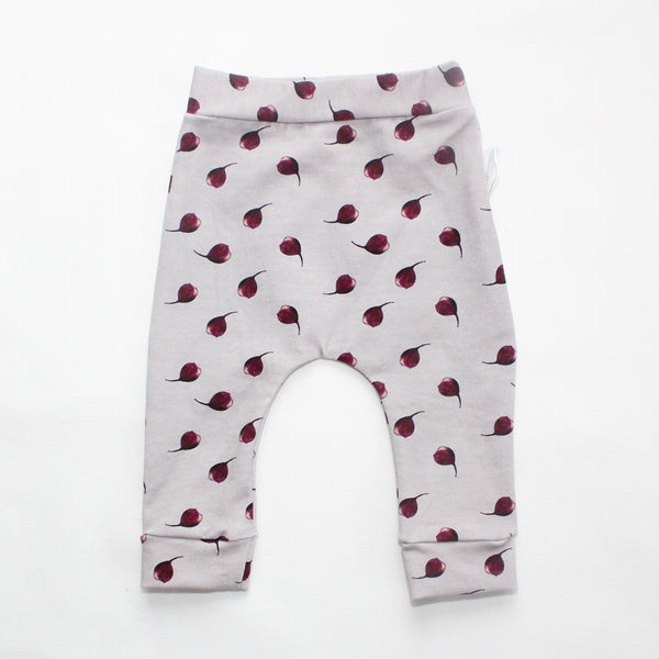 Pink leggings made of Organic cotton with beets print all over.