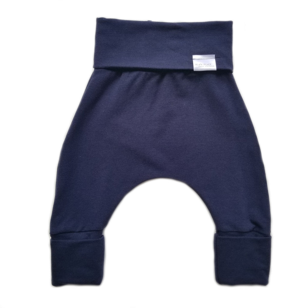 Kids' Stuff Grow with me harem pants in color navy blue. Made of 66% Lyocell, 28% Organic Cotton, 6% Spandex.