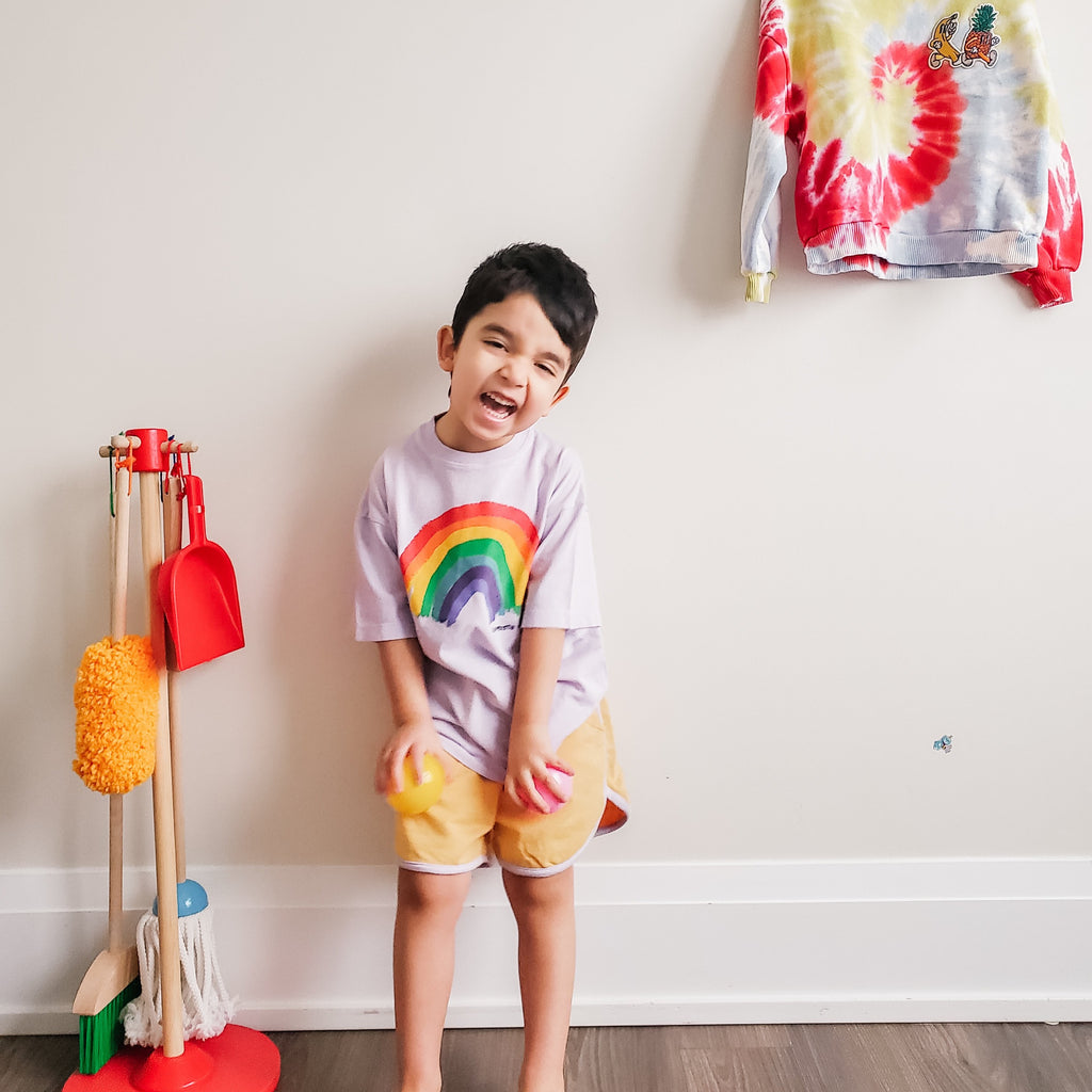 Boy modelling Les Petits Vandales crew neck, short sleeve purple t-shirt with a rainbow at the front. Made with 100% cotton.