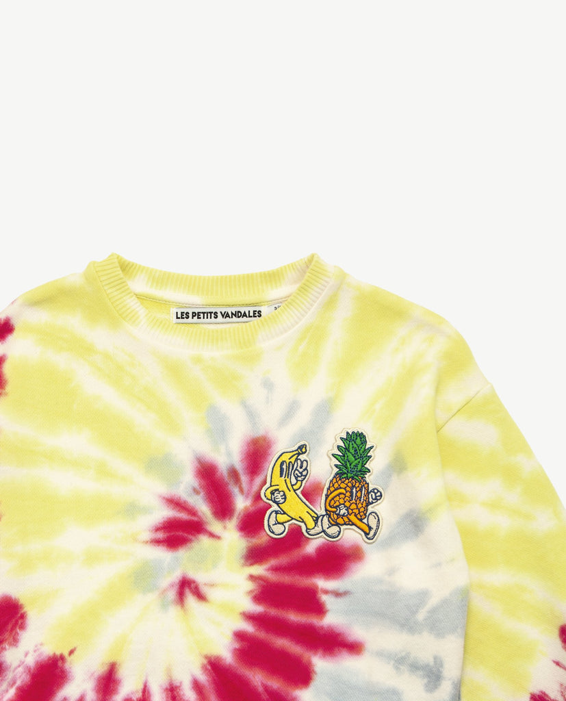 Les petits vandales tie dye kids sweatshirt, with a banana and pineapple patches at the front. Made with recycled cotton in Portugal.