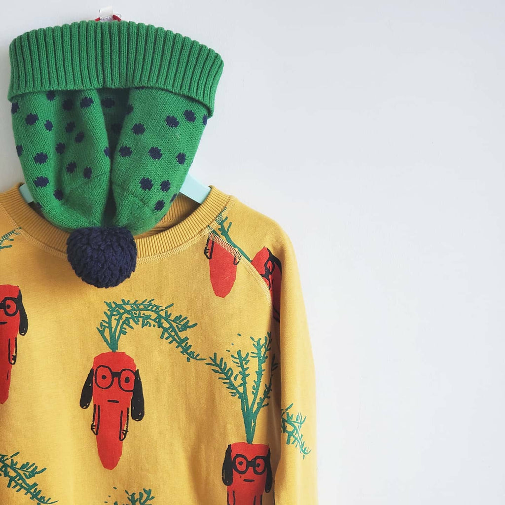 Nadadelazos Carrot sweatshirt. Made ethically in Portugal and India, using 100% organic cotton.