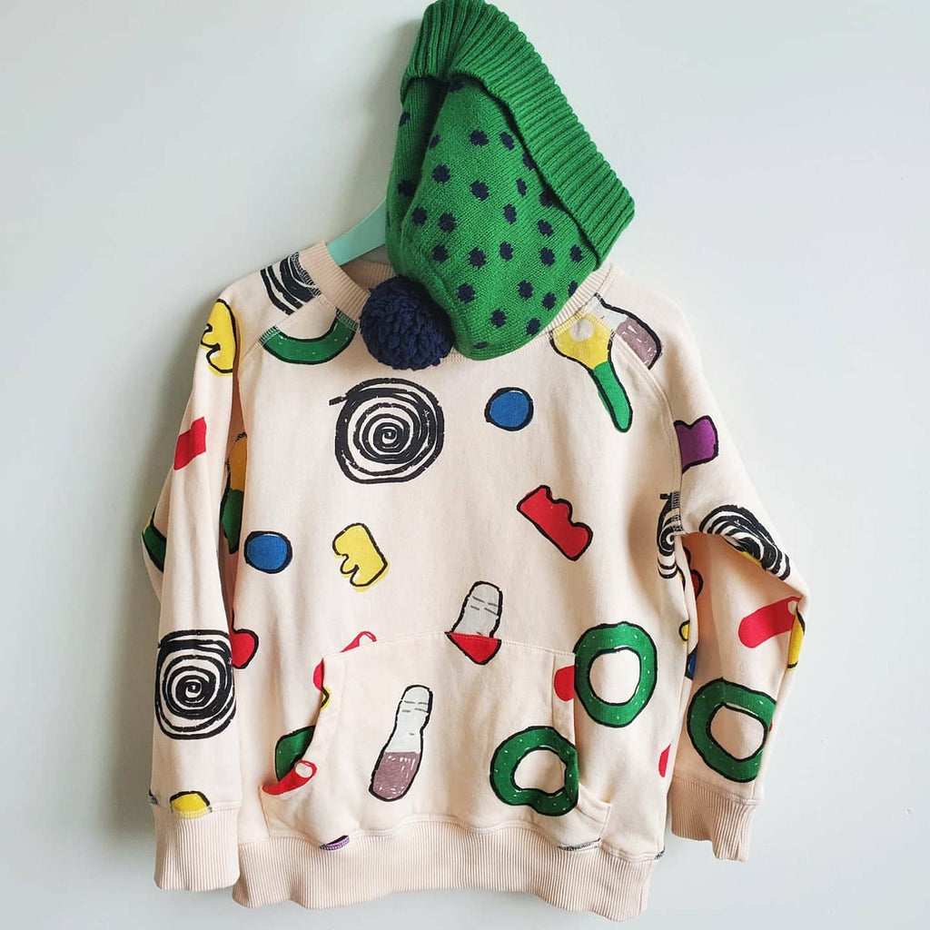 Nadadelazos Sweets Sweatshirt, made of 100% organic cotton.