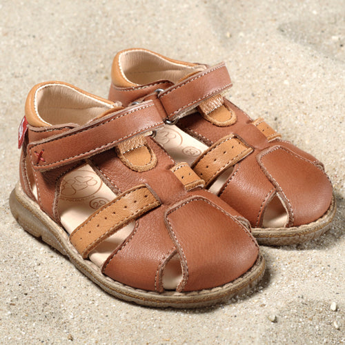 Kids brown sandals with velcro ethically made of eco-friendly materials.
