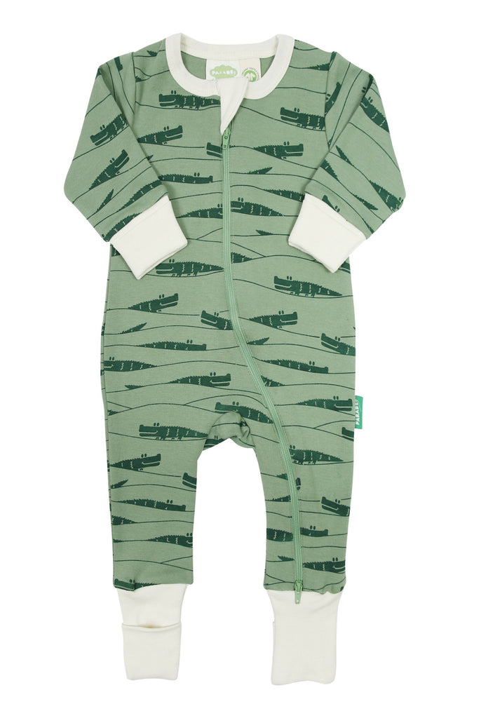Parade's organic cotton zipper rompers are designed for ultimate comfort and easier changes. Always made with the very best GOTS certified organic cotton in exclusive Parade designs. AZO free dyes * Hand printed designs
