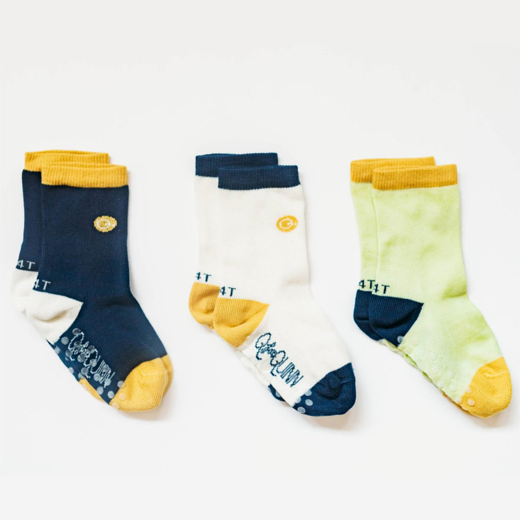 Q for Quinn organic socks. Seamless toes. Three pairs  in different colours. Made of GOTS certified cotton. Made in Portugal.