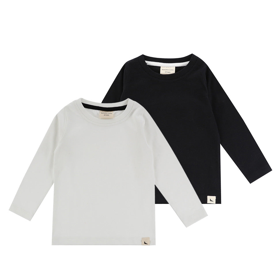 Turtledove London two-pack layering tops, long sleeve. Made of 100% organic cotton. Black and white.