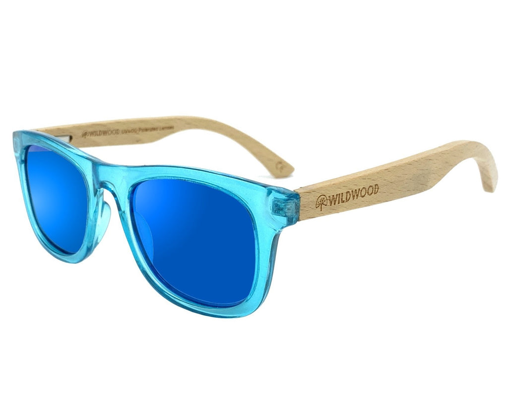 Wildwood kids' polarized sunglasses with recycled plastic frames and solid beech wood arms. Colour blue.