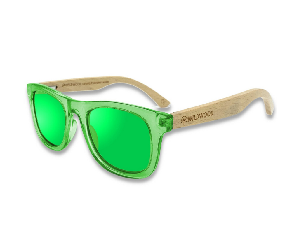 Wildwood kids' polarized sunglasses with recycled plastic frames and solid beech wood arms. Colour green.