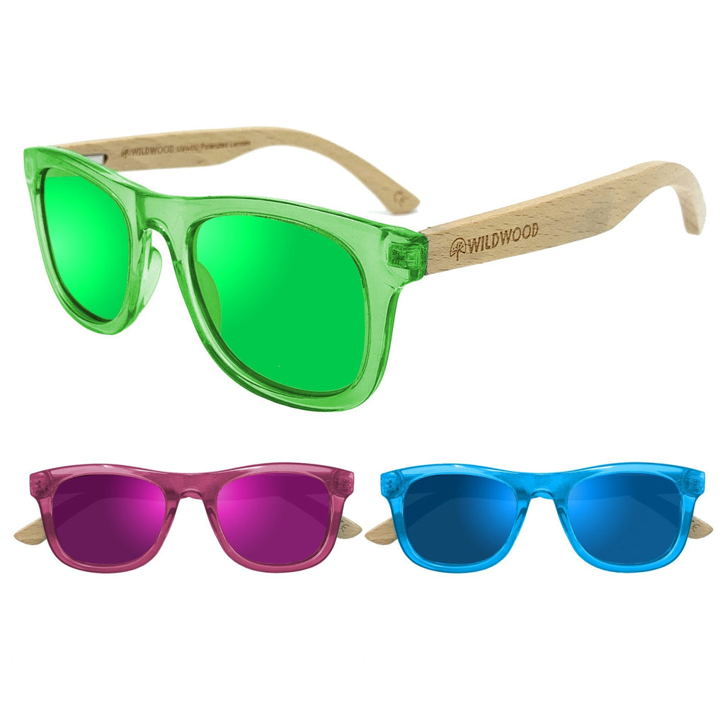 Wildwood kids' polarized sunglasses with recycled plastic frames and solid beech wood arms. Colour pink, blue and green.