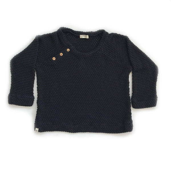 Made of 100% cotton in Los Angeles, this light weight black sweater, with crew neck and buttons on the side of the neck is a basic piece in your kids's wardrobe.